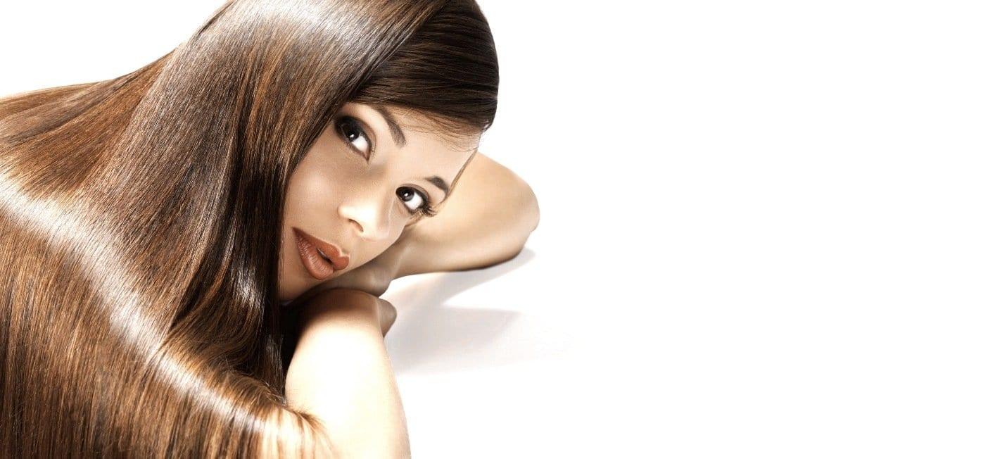 Frau mit braunen langen Haaren Titelbild